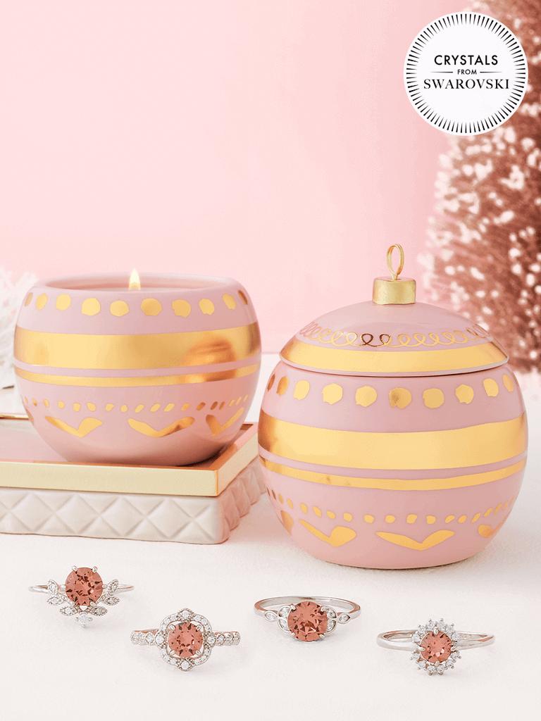 Charmed Aroma sojowa świeca zapachowa z biżuterią Pierścionek z kryształkiem Swarovski® - Ornament